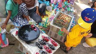 Penjual mainan anak di Objek Wisata Keramat Plangon - Cirebon