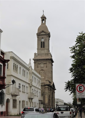Torre de la Catedral desde la Plaza de Armas de La Serena