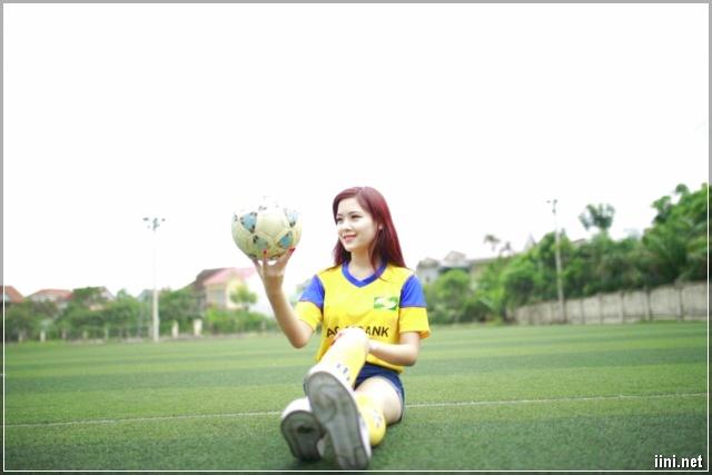 nữ cổ động viên xinh đẹp của đội bóng Nghệ An