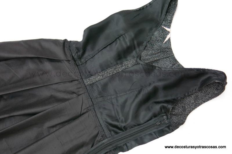 vestido negro de encaje y seda salvaje