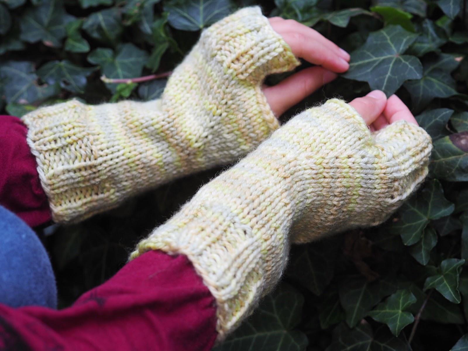 Strickanleitung für fingerlose Handschuhe aus Wolle von The Yarn Collective
