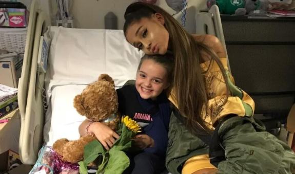 5 - Photos: Ariana Grande visits Manchester attack victims in the hospital