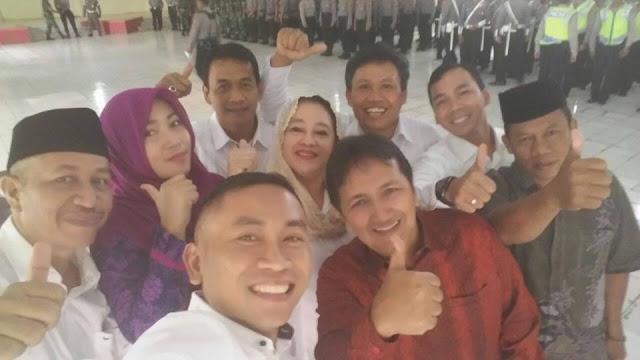 "PILKADA BATANG - ""Kemesraan"" Foto Selfie 4 Calon Bupati Batang"