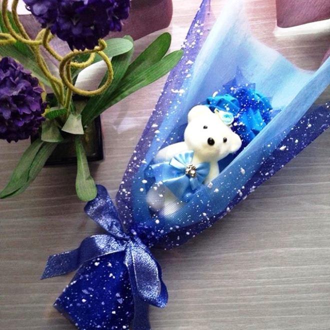 Gambar Buket Bunga Wisuda Warna Biru Yang Cantik