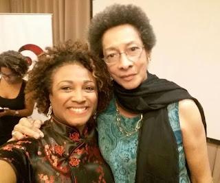 Margarette Macaulay, relatora da OEA, reunida com mulheres negras em evento no Rio