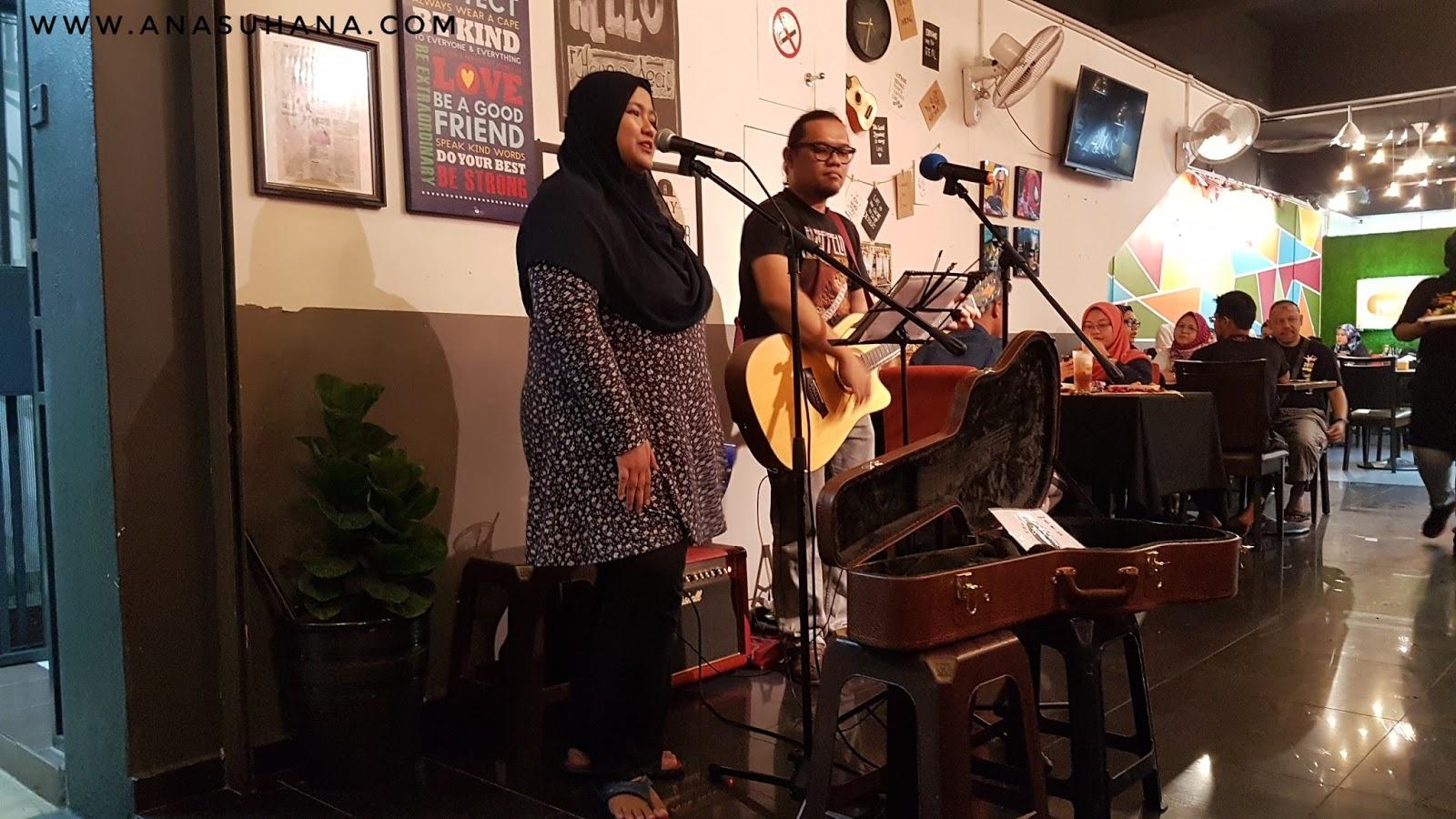 Makan Malam Sambil Layan Busker di Mios Kitchen Seksyen 15 Shah Alam