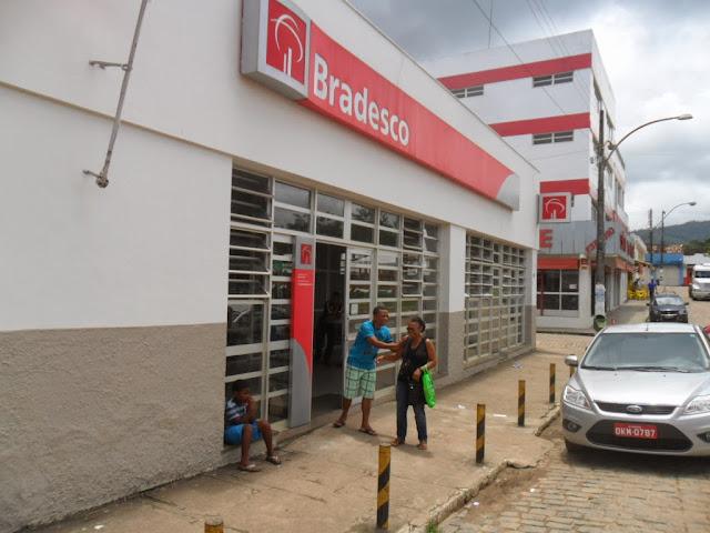 Buerarema: Caixas eletrônicos do Banco Bradesco causa transtornos ...
