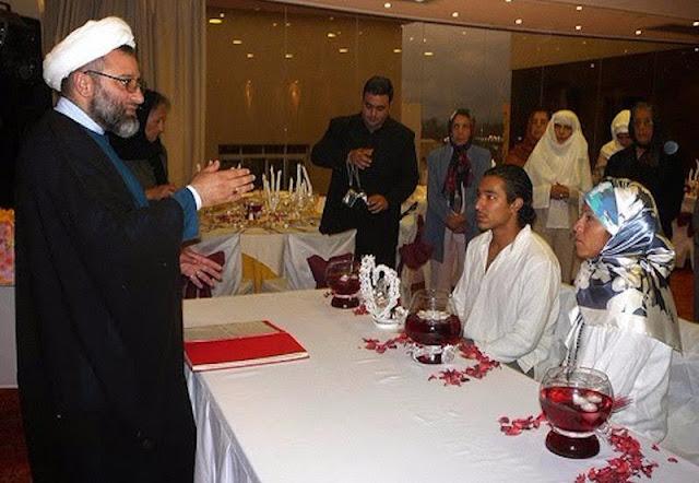 Escena obtenida de Internet de la ceremonia de una boda musulmana.