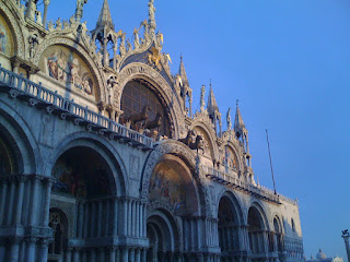 As doge of Venice, Orseolo funded building work on the Basilica and the Doge's Palace