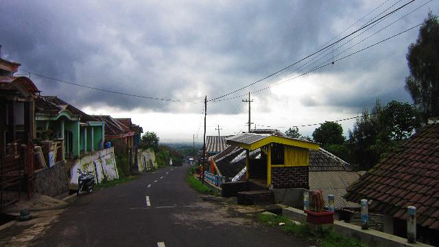desa dekat coban pelangi
