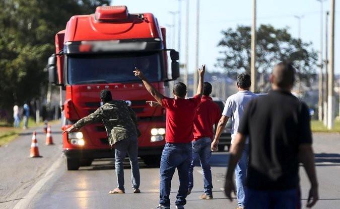 Justiça determina multas de até R$ 100 mil em caso de bloqueios de rodovias durante greve de caminhoneiros