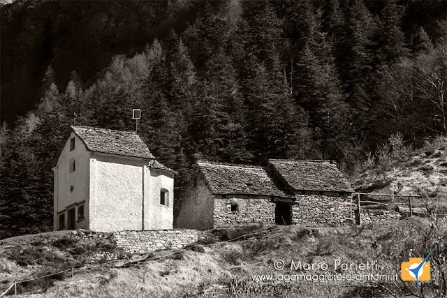 Alpe Cortina in valle Vigezzo con chiesetta