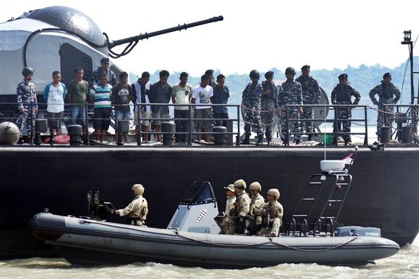 KRI USP-372 Jajaran Koarmatim Berhasil Bebaskan Pembajakan MV HAI SOON 12