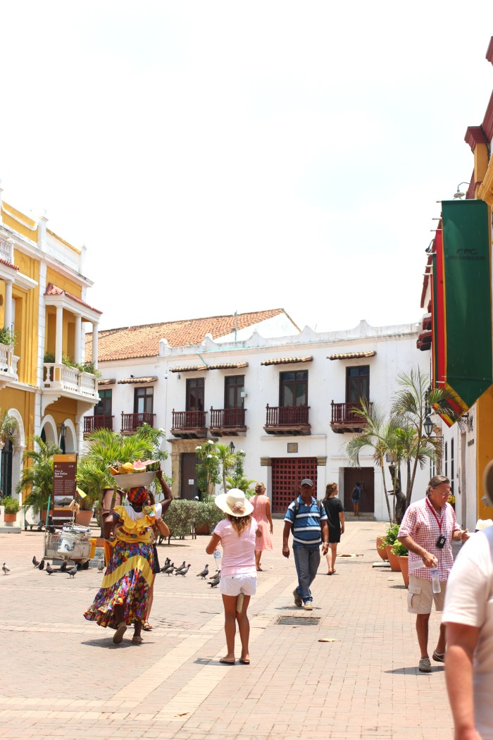 lady with fruit on her head in cartagena colombia