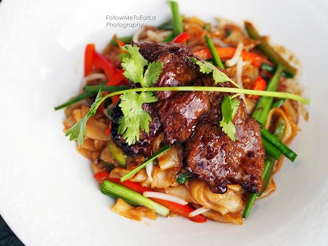 Pad Neau San Hua Kap Kway Teow  Pan Fried Tenderloin Beef served with Kway Teow
