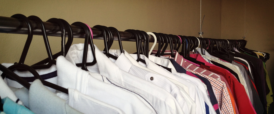 Pra ficar com tudo à vista (o que facilita muito quando você acorda de  manhã atrasado) decidi colocar todas as camisetas, camisas, blusas, casacos  e calças ... d5dbc93eb0