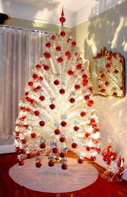 2 Foot Pink Christmas Tree