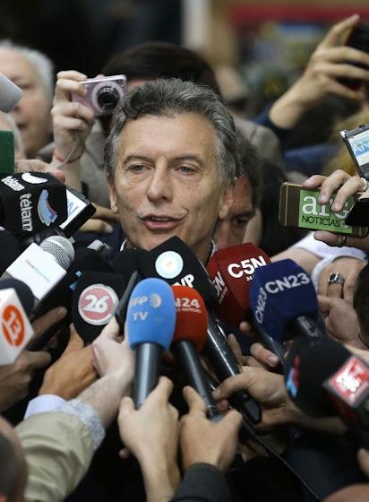 Oposicionista Maurício Macri sobe impulsado pelo repúdio do bolivarianismo populista.j