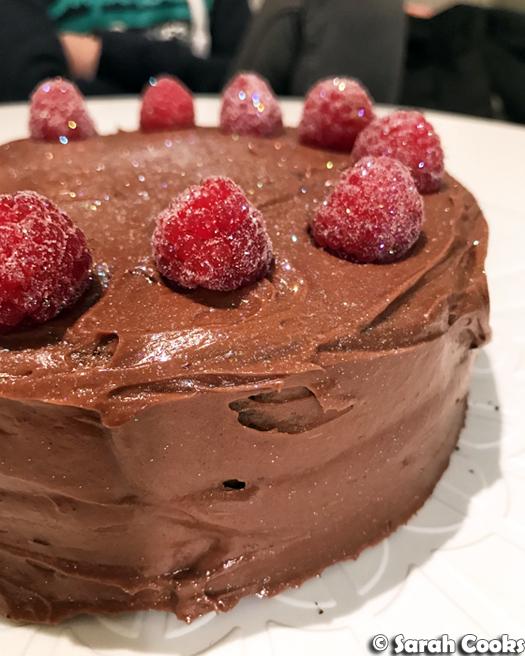 Glittery half-quantity cocoa sour cream cake