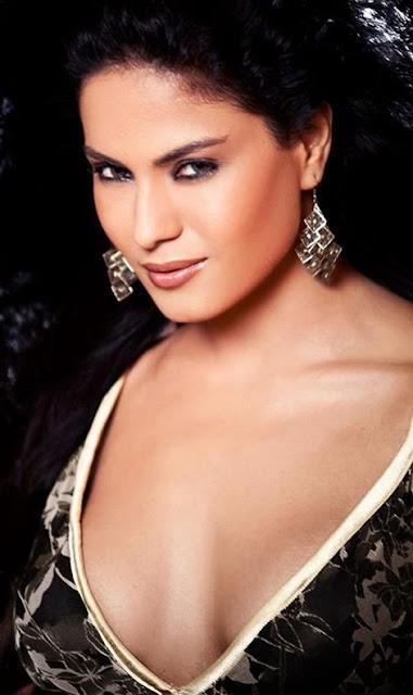 Veena Malik Hot Bikini Pictures