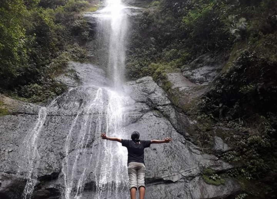 Lewati 100 Anak Tangga, Kamu Akan Nikmati Air Terjun Sikore yang Kece