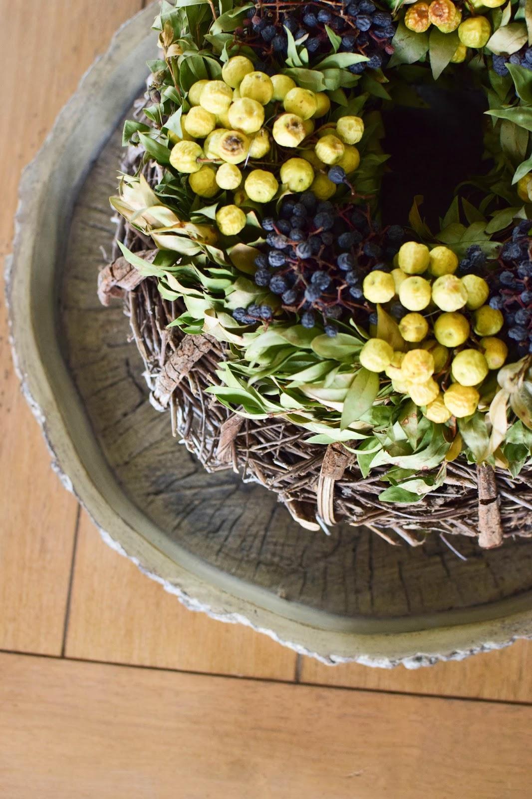 Deko für den Tisch im Winter. Wohnzimmer farbenfroh und natürlich dekorieren. Naturdeko Dekoidee Dekoration