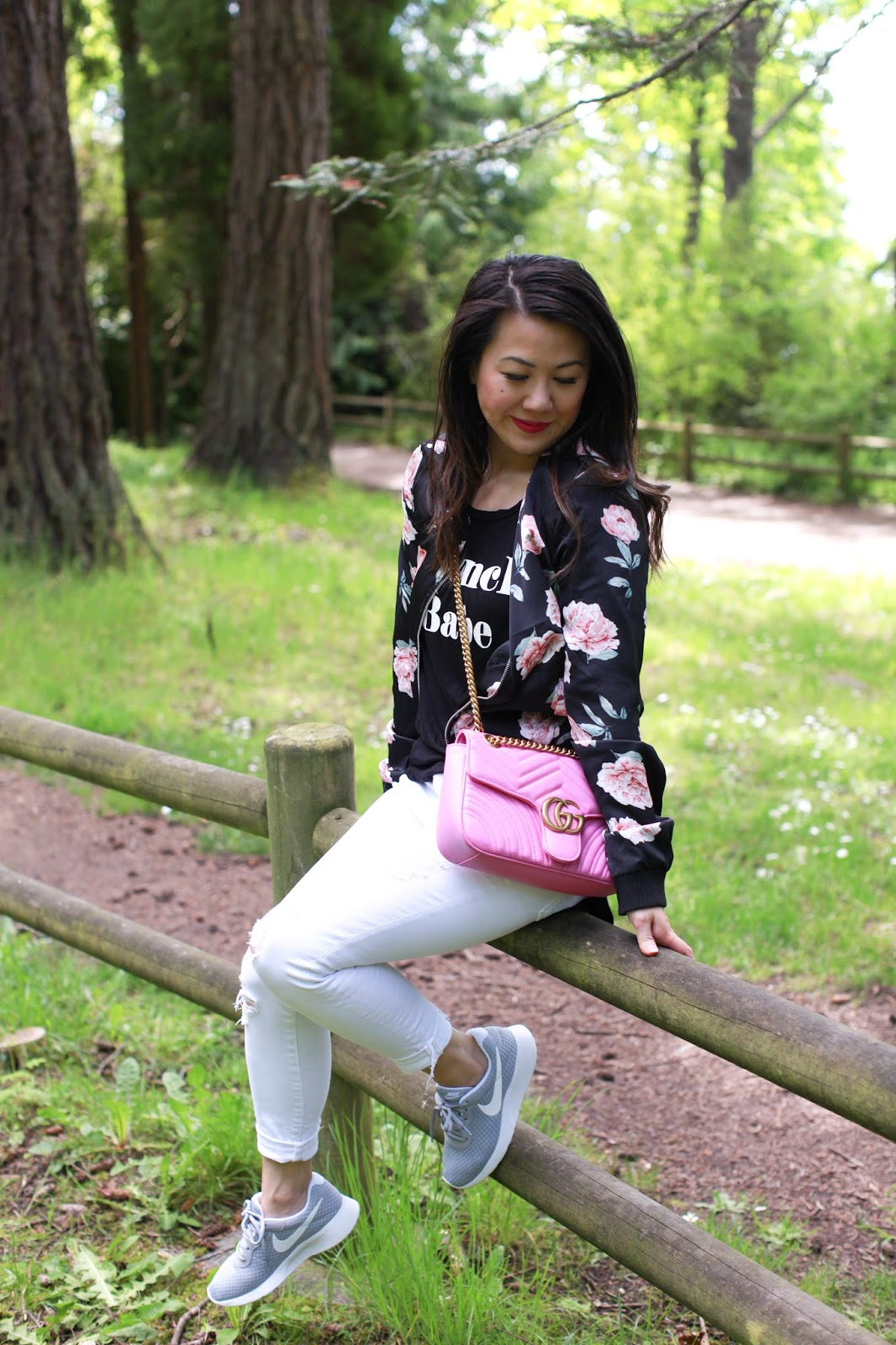 How to wear sneakers and look cute
