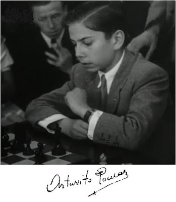 Foto de Arturito Pomar con su firma