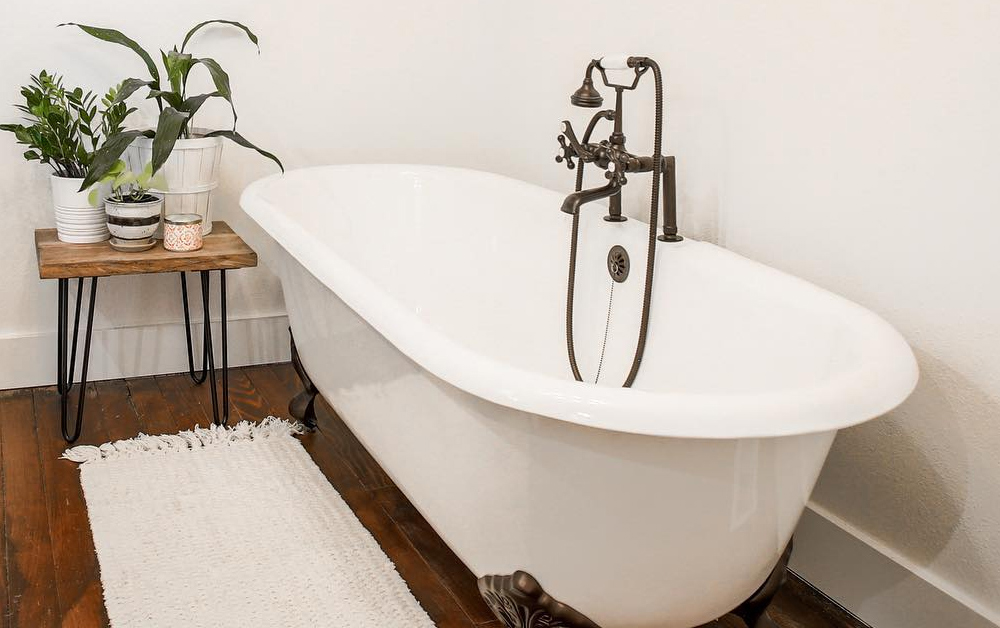 Design and Inspirations: Clawfoot Bathtubs for Small Bathrooms on small bathroom designs with shower, small bathroom window curtain ideas, small bathroom designs with pedestal sink, small bathroom designs with freestanding tub, small bathroom colors feng shui, small bathroom doors, small bathroom designs with bath tubs, small bathroom designs with whirlpool tub, small bathroom designs with cabinets, small bathroom designs with corner tub, small bathroom designs with laundry, small bathroom designs with tile, small bathroom designs with cast iron tub, small bathroom designs with wood floors,