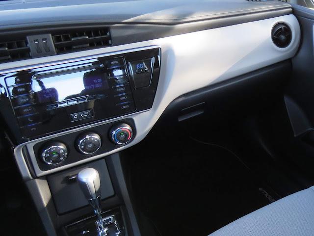 Toyota Corolla 2018 - solitária porta USB