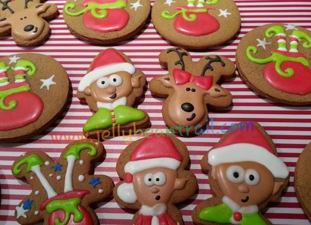 Christmas Gingerbread Cookies jellybeantrail.com