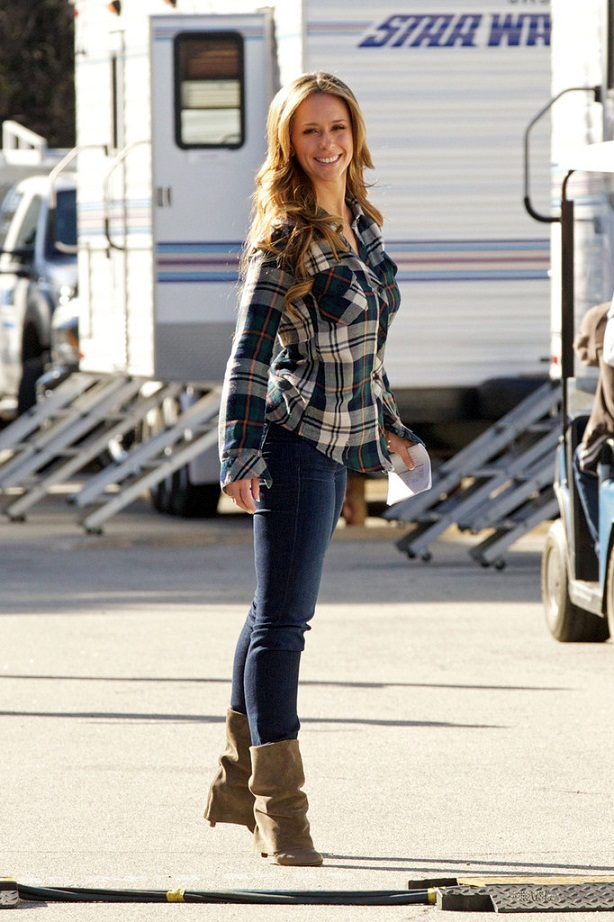 c54bce22c8 Jennifer Love Hewitt in denim skinny jeans and a plaid shirt on the set of   The Client List