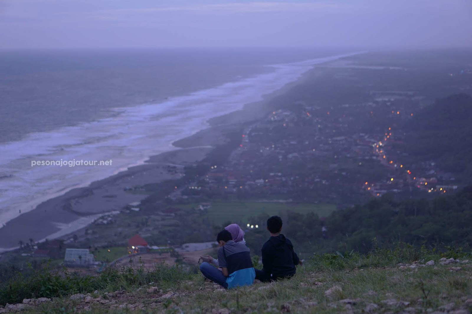 Bukit Paralayang malam hari