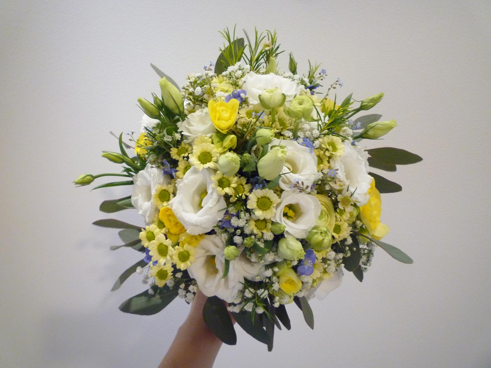 7e3c0d1fd9 Tavaszi mezei stílusú esküvő