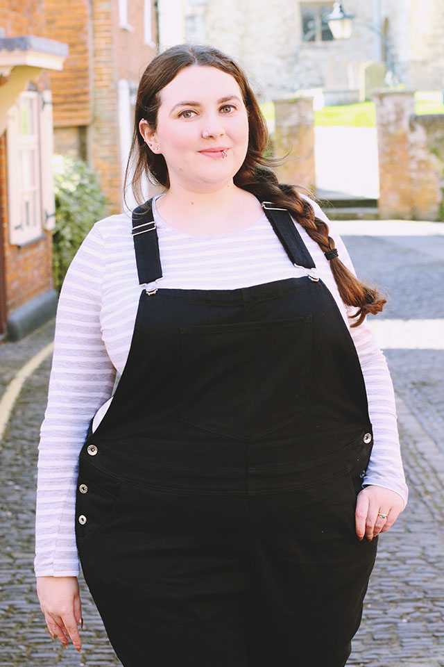 Plus size dungarees outfit