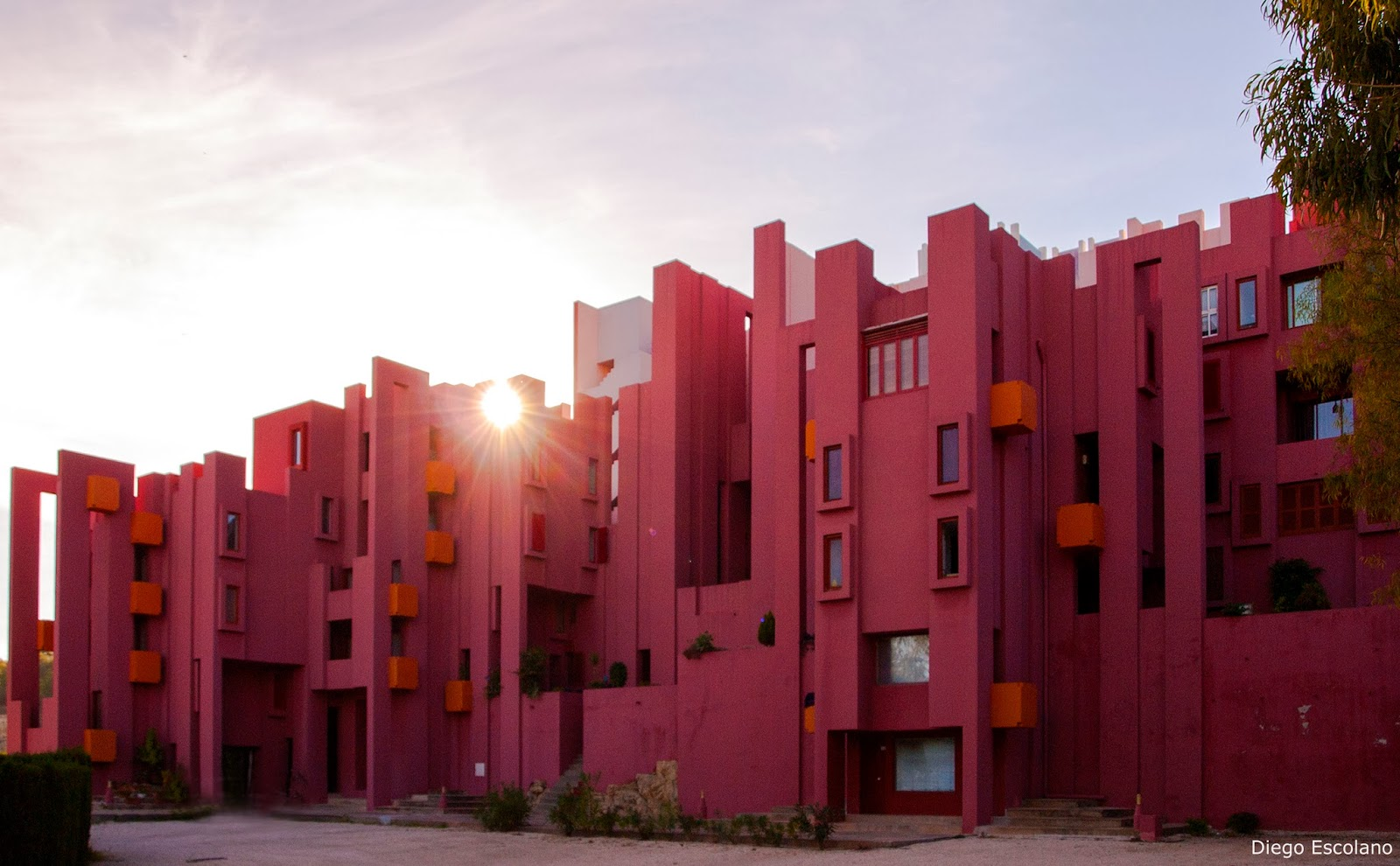 Bofill en Calpe visto por dos nefitos Segunda Parte La Muralla Roja fachadas  Alicante Vivo