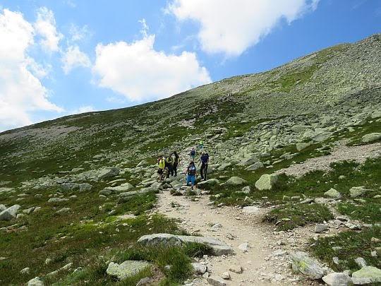 Zejście na Wyżnią Koprową Przełęcz.