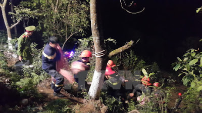 Lao cai xe du lịch 29 chỗ lao xuống vực sâu nhiều người thương nặng