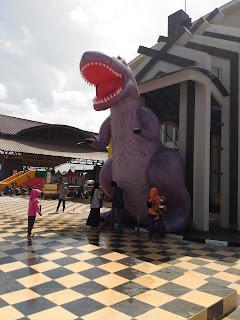 balon karakter dinosaurus