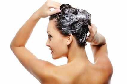 como lavar el pelo correctamente