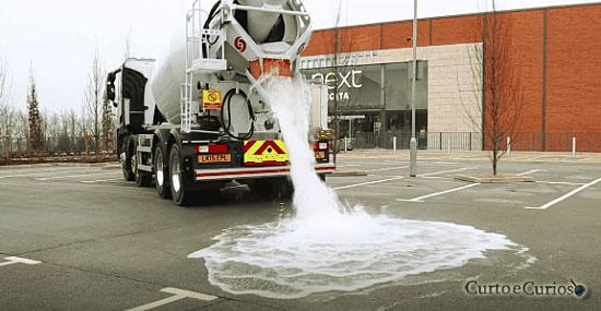 Enchente nunca mais? Você nunca viu um asfalto assim...