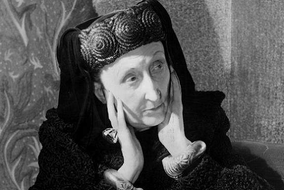 fotografía de la poeta británica Edith Sitwell