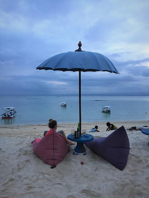 Blick aufs Meer in der Bluecorner Bar in Nusa Lembongan