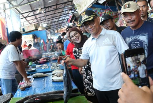 Bupati Mamuju Pantau Harga Pasar dan Minimarket Jelang Ramadhan