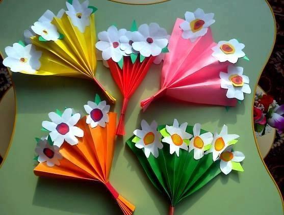 Ide membuat kerajinan kertas berbentuk bunga untuk anak-anak 10