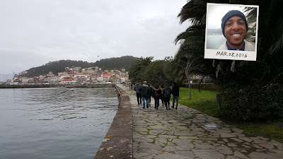 Walking along the port in Muros