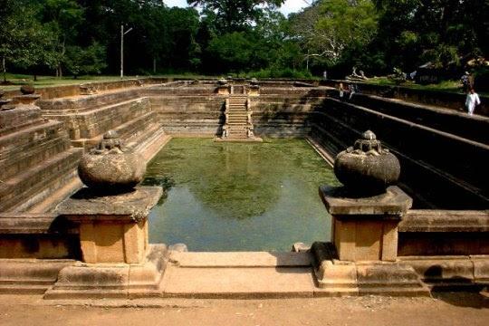 Kuttam Pokuna, Anuradhapura