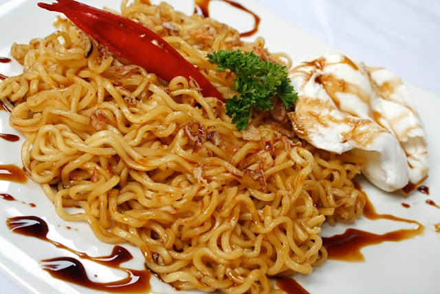 Bahaya Sering Makan Mie Instan