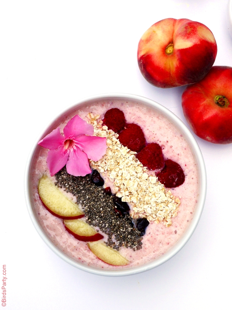 Smoothie Bowl aux Pêches et Fruits Rouges