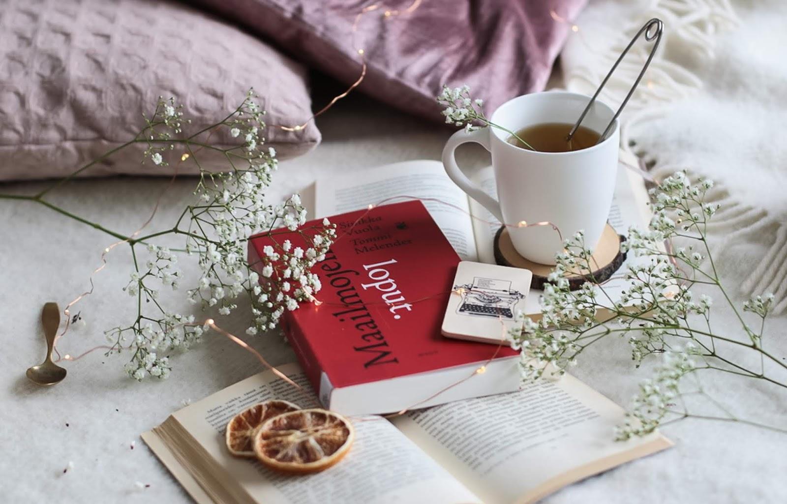 Sinikka Vuola ja Tommi Melender väittävät kirjassa Maailmojen loput, että kirjat huononevat loppua kohden.